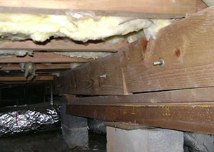 sagging crawl space with wooden shimming a Texarkana crawl space